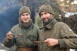 Jakub i Marek wykonali placki z kabanosami.